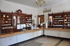 La farmacia de funcionamiento vieja Imagenes de archivo