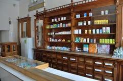 La farmacia de funcionamiento vieja Fotos de archivo libres de regalías