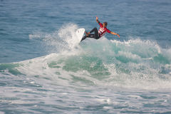 La favorable competencia que practica surf de Ballito imagenes de archivo