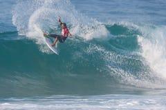 La favorable competencia que practica surf de Ballito foto de archivo libre de regalías
