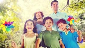La felicidad de la familia Parents concepto de la actividad de las vacaciones del día de fiesta Foto de archivo libre de regalías