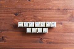 La Feliz Año Nuevo 2018 en llaves de teclado de ordenador abotona en de madera Imagenes de archivo