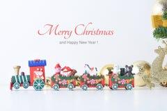 La Feliz Año Nuevo, la Navidad con las bolas de la celebración y la otra decoración Foto de archivo libre de regalías
