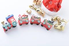 La Feliz Año Nuevo, la Navidad con las bolas de la celebración y la otra decoración Imagen de archivo