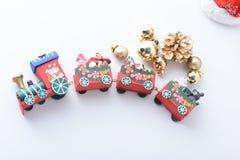 La Feliz Año Nuevo, la Navidad con las bolas de la celebración y la otra decoración Fotografía de archivo libre de regalías
