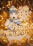 La feliz Navidad es un juguete en las guirnaldas, con las palabras de madera Vacaciones de invierno para los niños Fotos de archivo libres de regalías