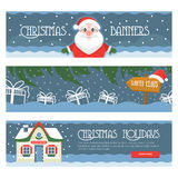 La Feliz Navidad tres aisló banderas en un fondo blanco con las cajas de regalo, Santa Klaus, la casa de Santas y el copo de niev Fotografía de archivo libre de regalías