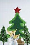 La Feliz Navidad y la Feliz Año Nuevo, árbol de navidad simulan en fondo de la pizca imagen de archivo libre de regalías
