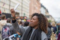 La femelle prend le selfie Photo libre de droits