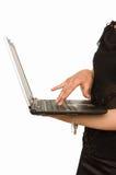 La femelle remet l'ordinateur portatif de fixation photos libres de droits
