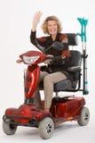 La femme âgée handicapée montre du doigt Photo libre de droits