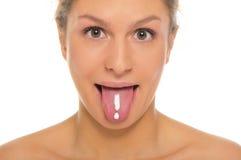 La femme éteint la langue avec le repère d'exclamation tiré images libres de droits