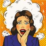 La femme étonnée sexy d'art de bruit avec les yeux et la bouche et l'augmentation grands ouverts remet des cris illustration stock