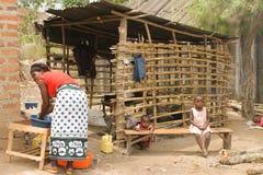 La femme africaine et les enfants. Photographie stock libre de droits