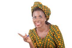 La femme africaine heureuse faisant la main se connectent l'espace blanc de copie photographie stock