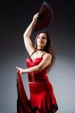 La femme avec des danses de danse de fan Image libre de droits
