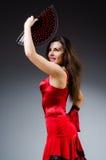 La femme avec des danses de danse de fan Images libres de droits