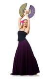 La femme avec des danses de danse de fan d'isolement sur le blanc Images stock