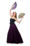 La femme avec des danses de danse de fan d'isolement sur le blanc Image stock