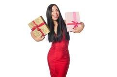 La femme avec des giftboxes d'isolement sur le blanc Photographie stock libre de droits
