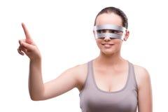 La femme avec des verres de techno d'isolement sur le blanc Images libres de droits