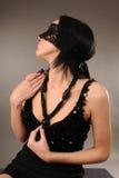 La femme avec le lacet a attaché sur ses yeux Photo libre de droits