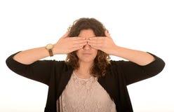 La femme avec remet ses yeux Photographie stock