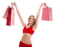 La femme beautyful heureuse dans le père noël rouge vêtx avec des paniers Photo libre de droits