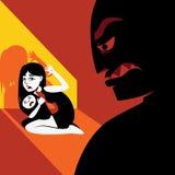 La femme cache l'enfant de la silhouette masculine Photos stock