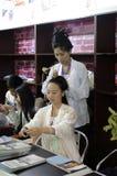 La femme chinoise font des cheveux comme les ancients Images stock
