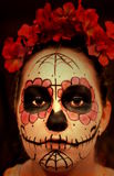 La femme compensent dedans Dia de Los Muertos Photos stock