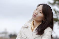 La femme coréenne apprécie le temps images libres de droits