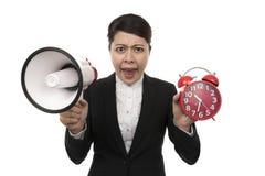 La femme d'affaires à l'aide d'un mégaphone ne disent aucune heure Image libre de droits