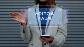 La femme d'affaires agit l'un sur l'autre plan d'action d'hologramme de HUD banque de vidéos