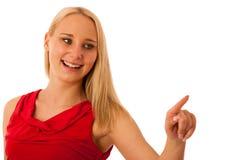 La femme d'affaires dans la chemise rouge se dirigeant dans l'espace de copie a isolé o Images stock