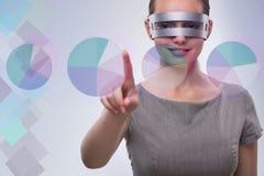 La femme d'affaires de techno dans le concept futuriste Images stock