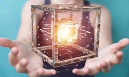 La femme d'affaires employant le cube futuriste a donné au rendu une consistance rugueuse de l'objet 3D Photographie stock libre de droits