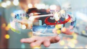 La femme d'affaires employant la technologie 3D en verre de réalité virtuelle rendent Image libre de droits