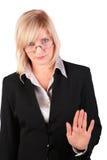 La femme d'affaires entre deux âges donne le geste photos libres de droits