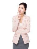 La femme d'affaires pensent à l'idée images stock