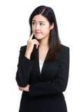 La femme d'affaires pensent image stock