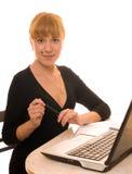 La femme d'affaires retient le crayon lecteur Photo libre de droits