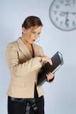La femme d'affaires soit en retard Photographie stock