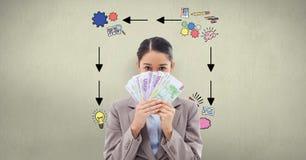 La femme d'affaires tenant des billets de banque contre se connecte le mur illustration libre de droits