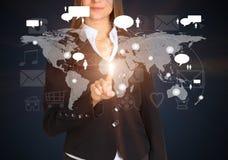 La femme d'affaires touche le futur écran de sonde de style Photo libre de droits