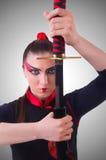 La femme dans le concept japonais d'art martial Photographie stock