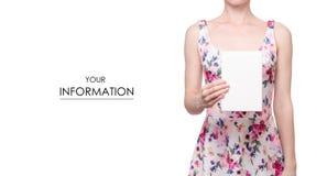 La femme dans une impression florale de robe dans le signe blanc de mains pattren Photographie stock