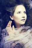 La femme de beauté avec créatif composent comme le cocon, célébration de Halloween Images stock