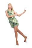 La femme de cheveux blonds portant la robe courte verte d'isolement sur le blanc Photo libre de droits