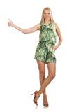 La femme de cheveux blonds portant la robe courte verte d'isolement sur le blanc Images libres de droits